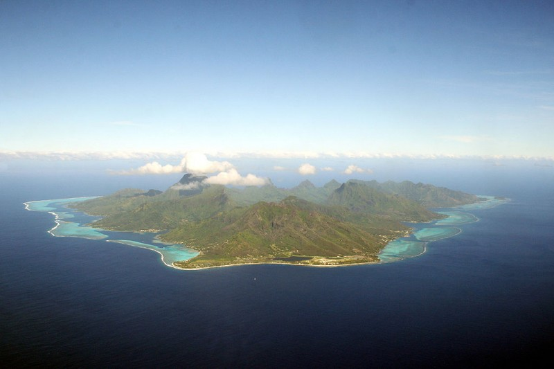 1024px-Moorea_- Photo taken by Remi Jouan